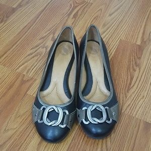 Nurture black and gray wedge shoes
